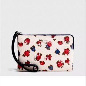 Corner Zip Wristlet in Tea Rose Floral Print